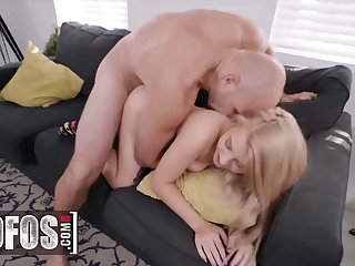 A Big Unearth Isn't A Problem For The Petite Blonde