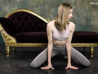 Russian gymnast Klara Lookova shows off ambrosial pussy and does the splits
